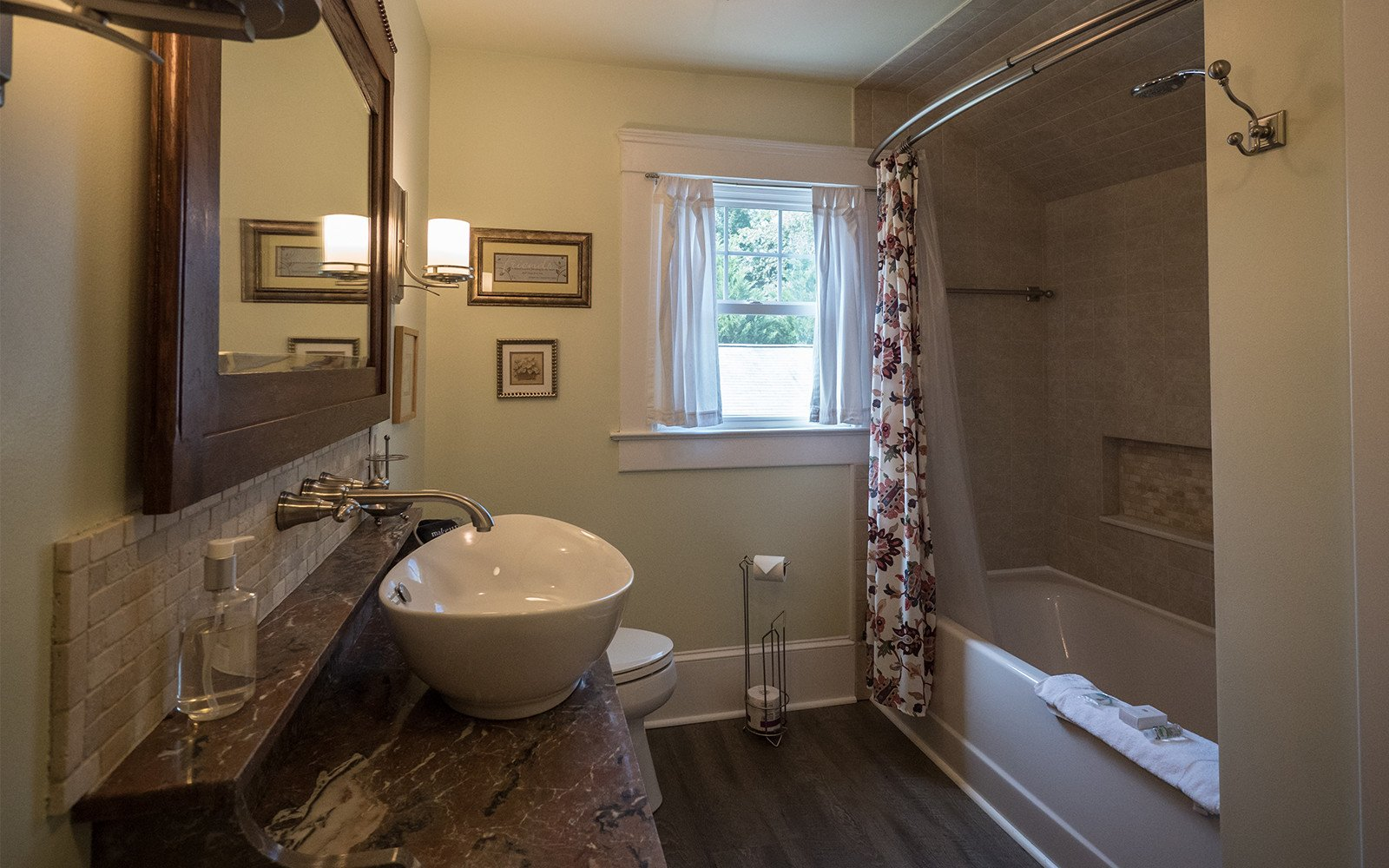 Bathroom-and-laundry-room-Oaklawn-house