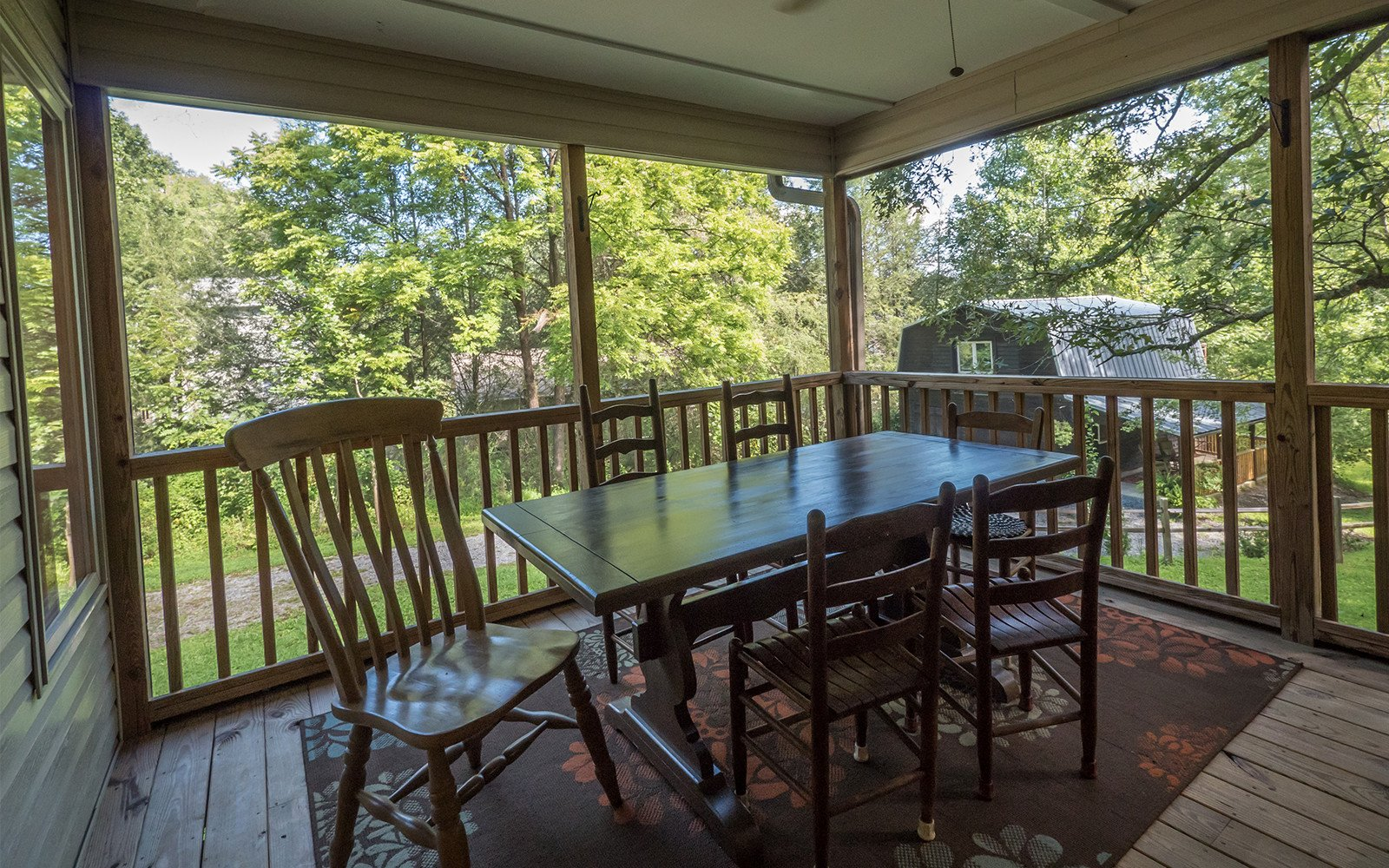 Dining-on-screened-porch-Hilt-St-house
