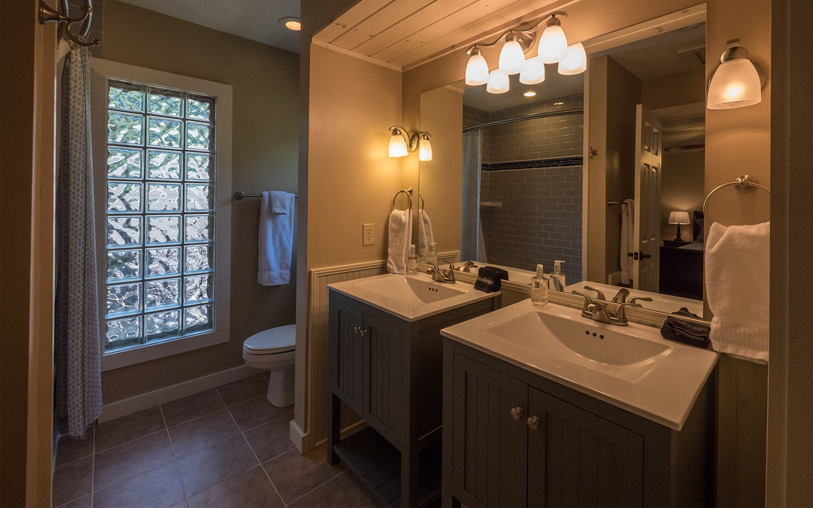 Guest house master ensuite bathroom