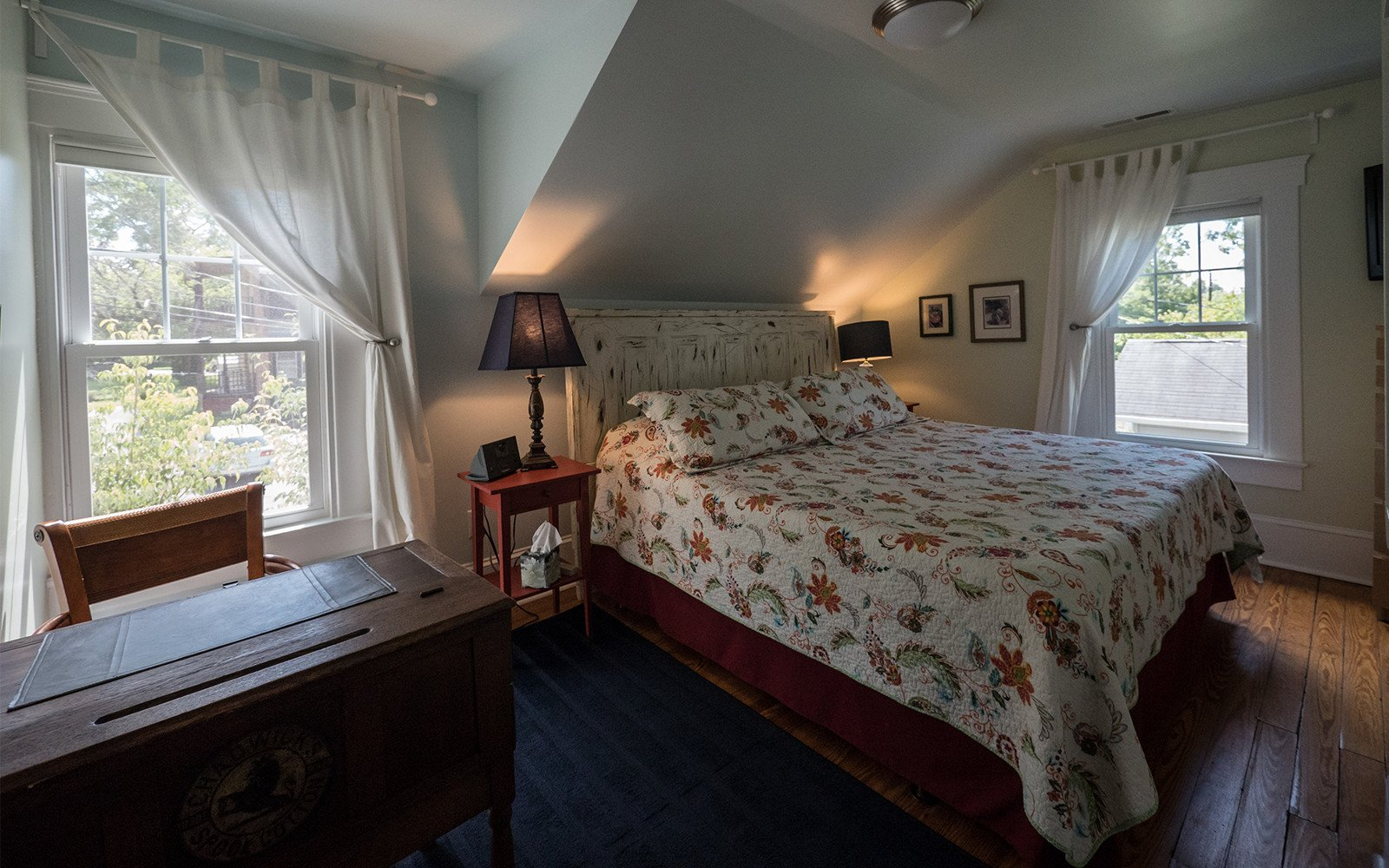 King-bedroom-upstairs-Oaklawn-house