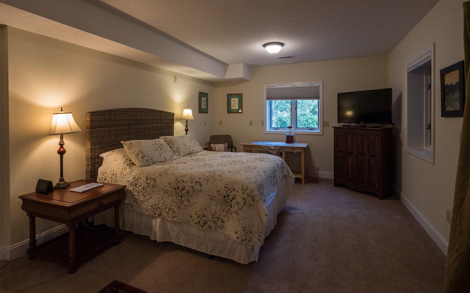 Bonus-room-Queen-bed