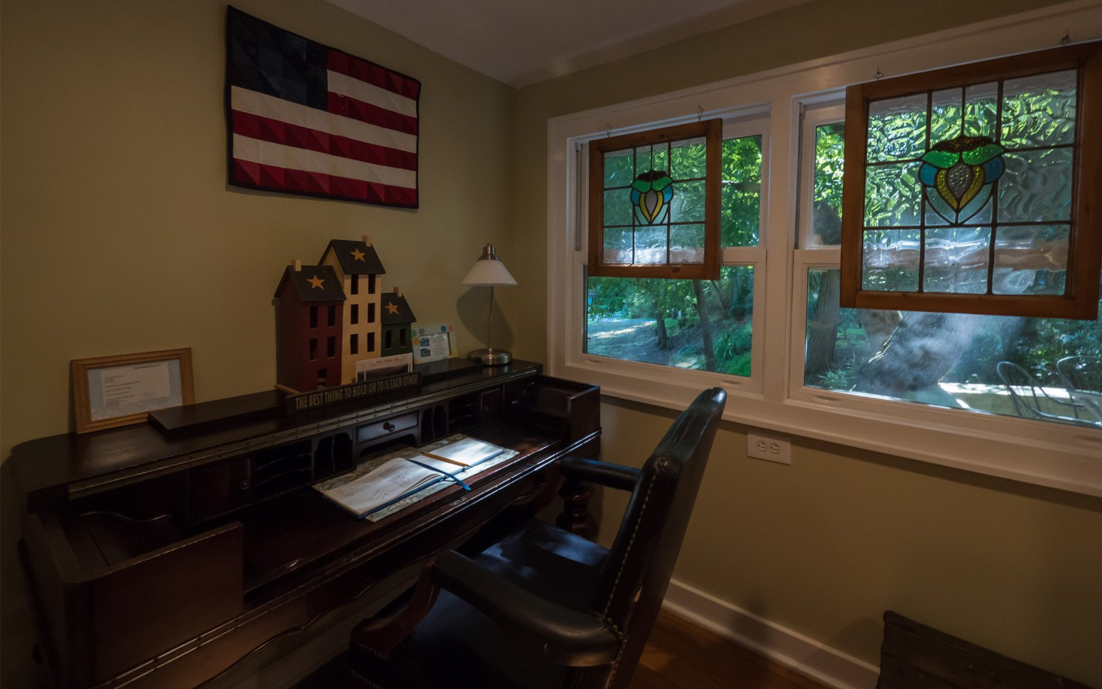 Bungalow-desk-and-stained-glass