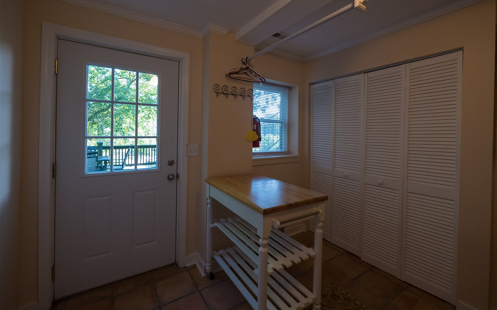 Bungalow-laundry-and-mudroom