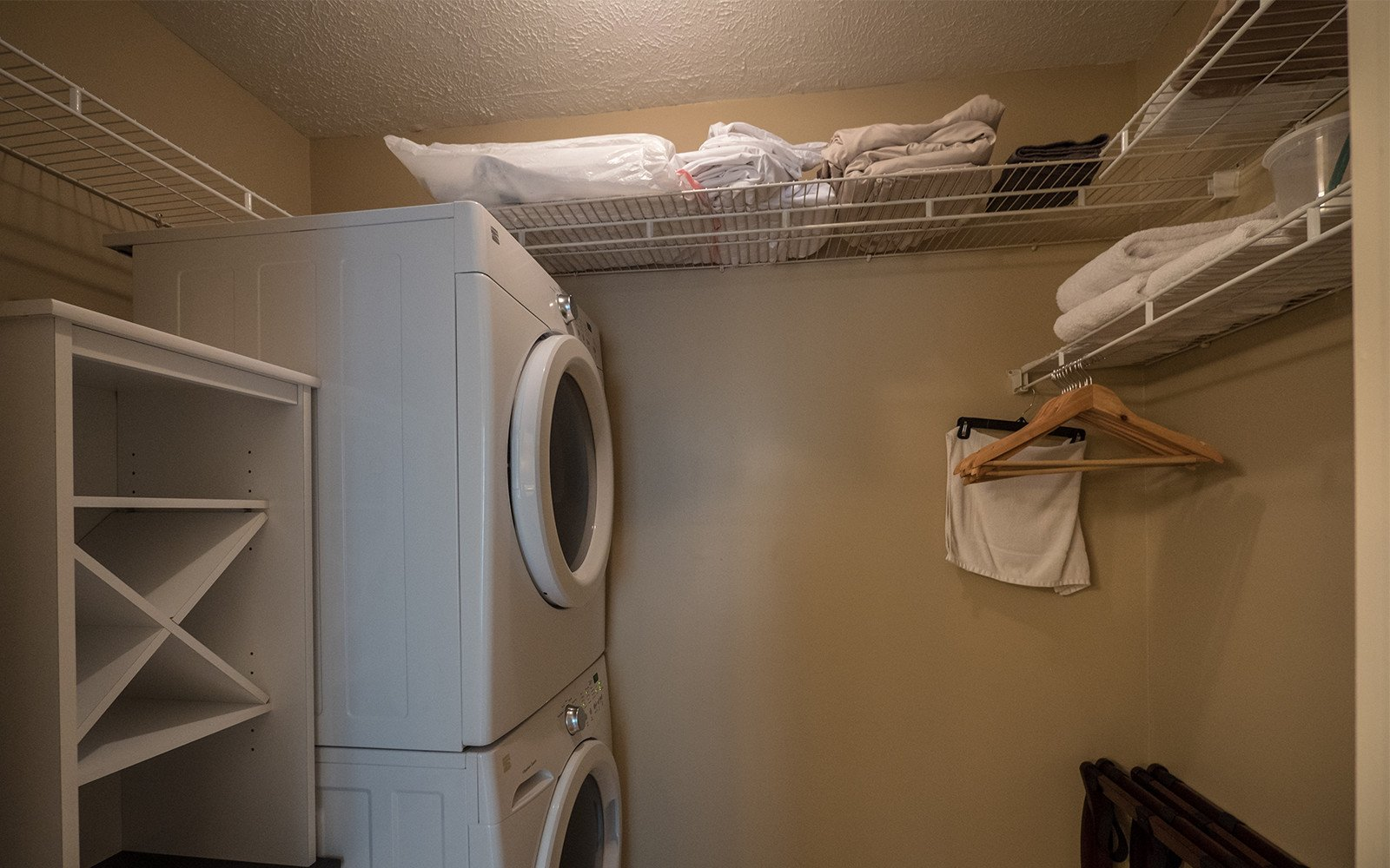 Guest-house-laundry-room