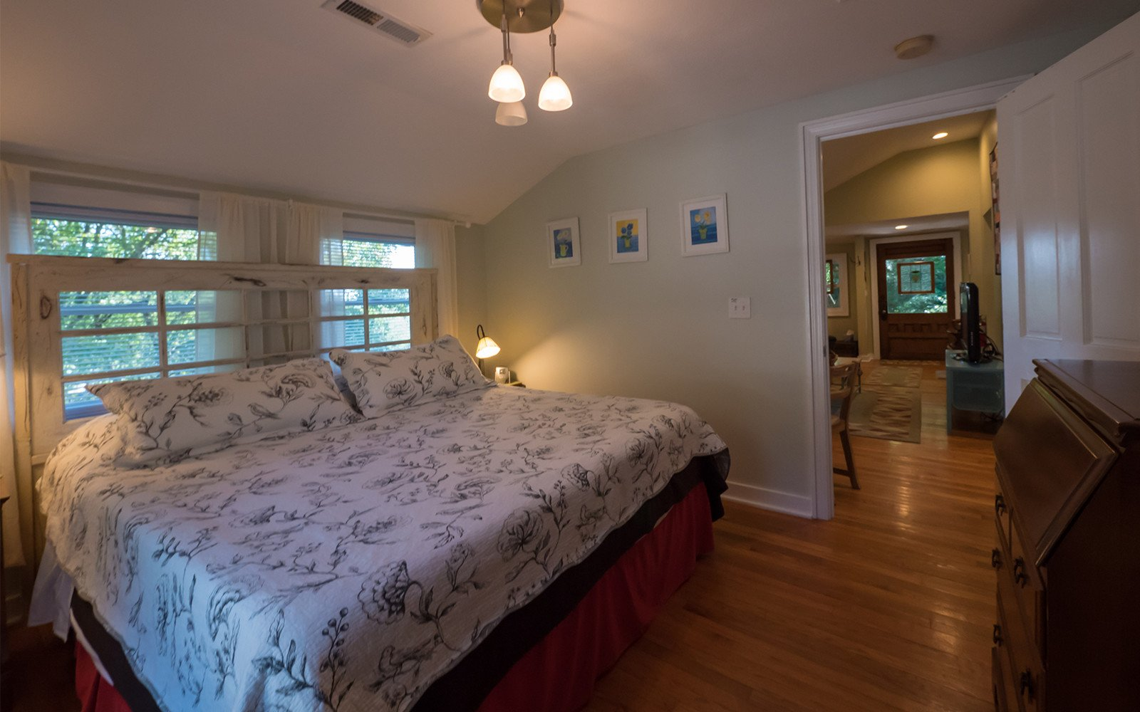 King-bedroom-on-main-level