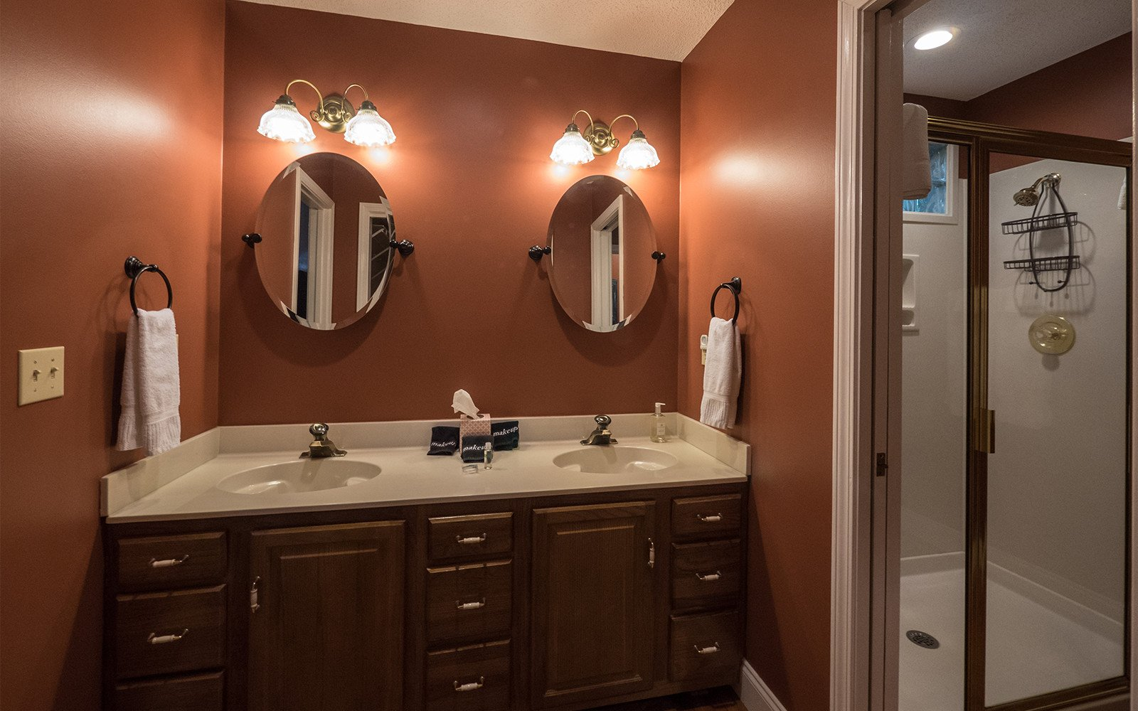 Master-bathroom-at-Hilt-St-house