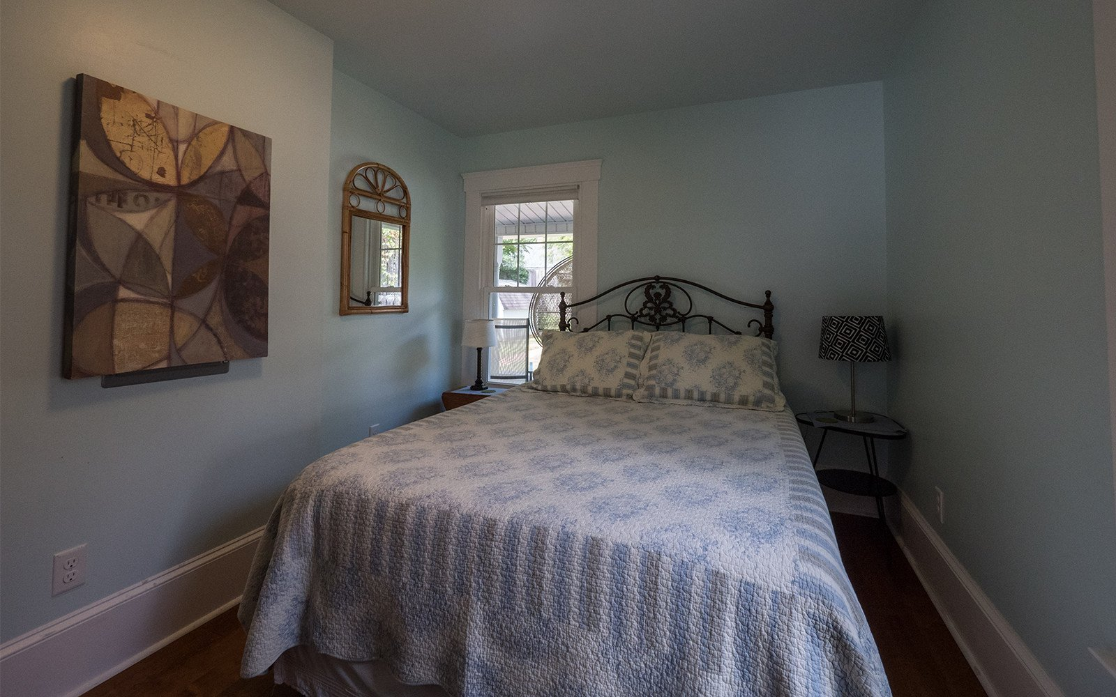 Queen-bedroom-on-main-level-Oaklawn-house