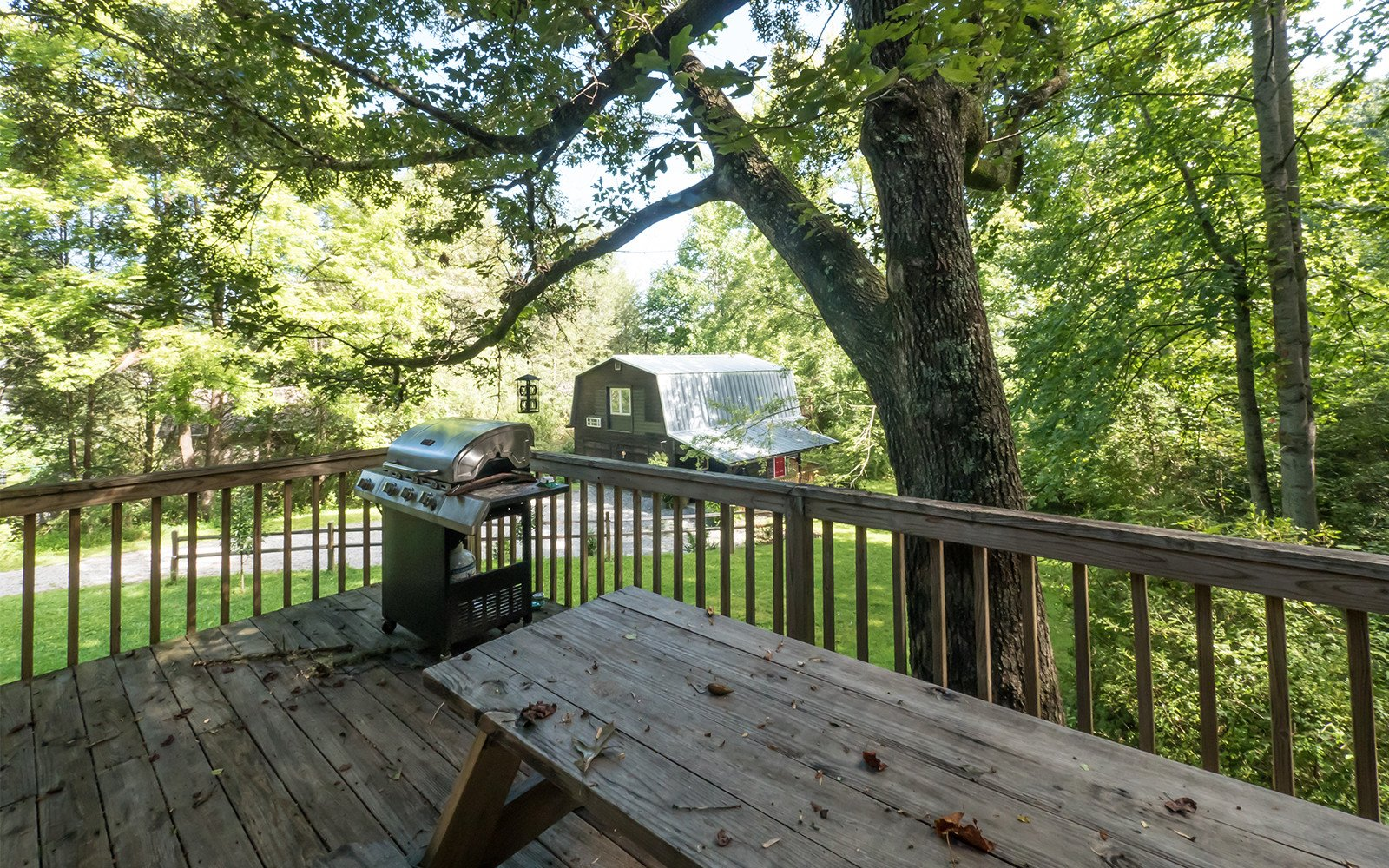 picnic-table-at-Hilt-Street-house